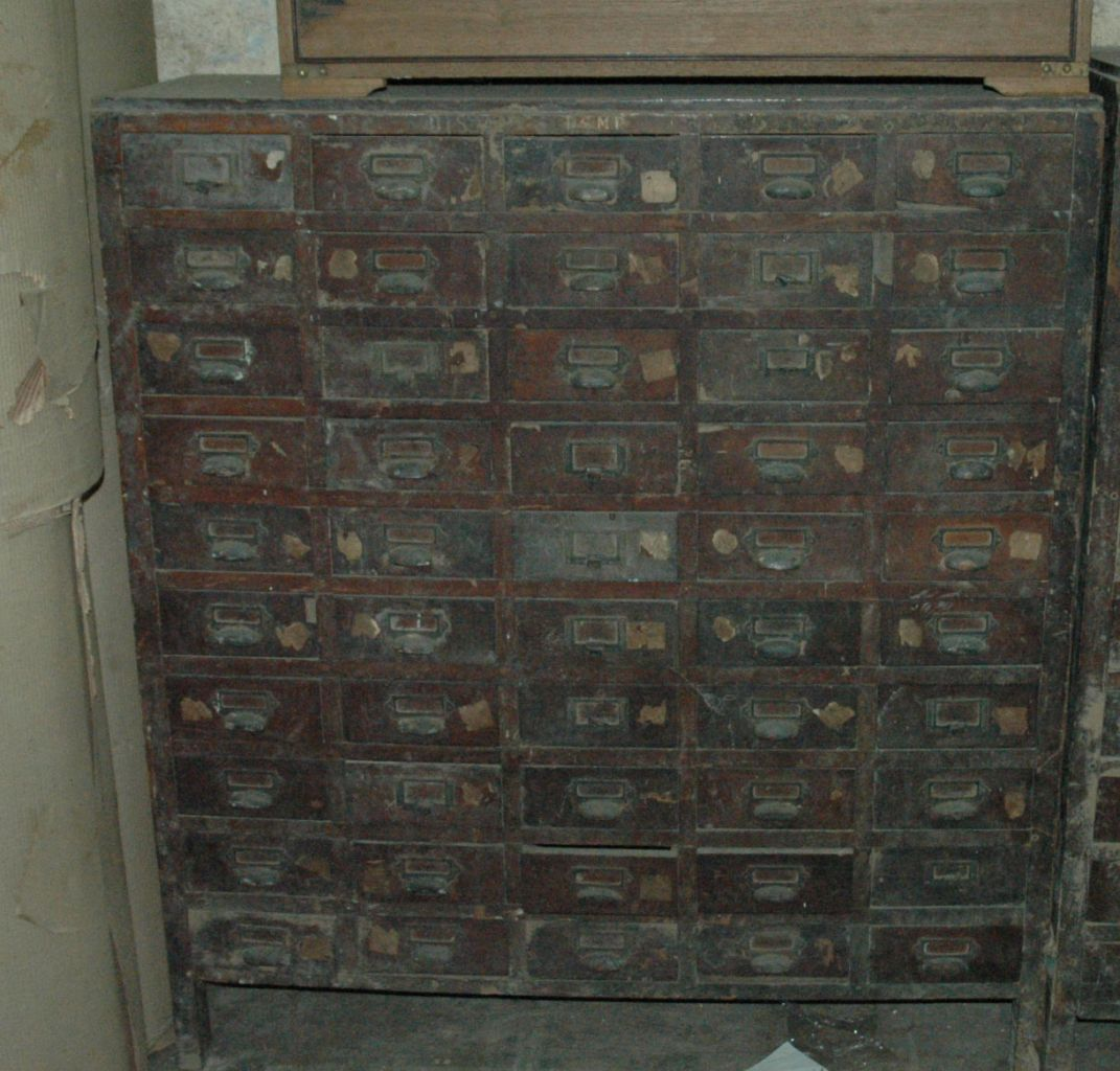 Meuble de m tiers ancien 50 tiroirs antiquites de marine for Restauration de meuble